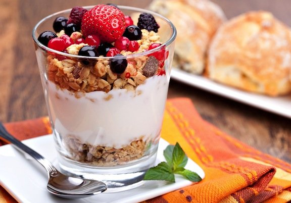 fruit-and-yogurt-parfait1_1449338204