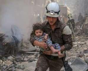 تمهيدا لإعادة توطينهم خارج سوريا..إسرائيل تُجلي عددا من ذوي الخوذ البيضاء وعائلاتهم