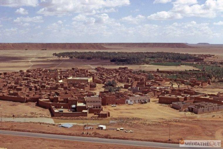 La ville de Mara?t dans son cadre naturel