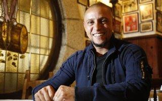 كارلوس يفتتح برنامجاً تأهيلياً لذوي الاحتياجات الخاصة في المغرب