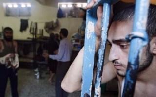 لجنة فلسطينية: نقل 60 أسيراً مضرباً عن الطعام للمستشفيات