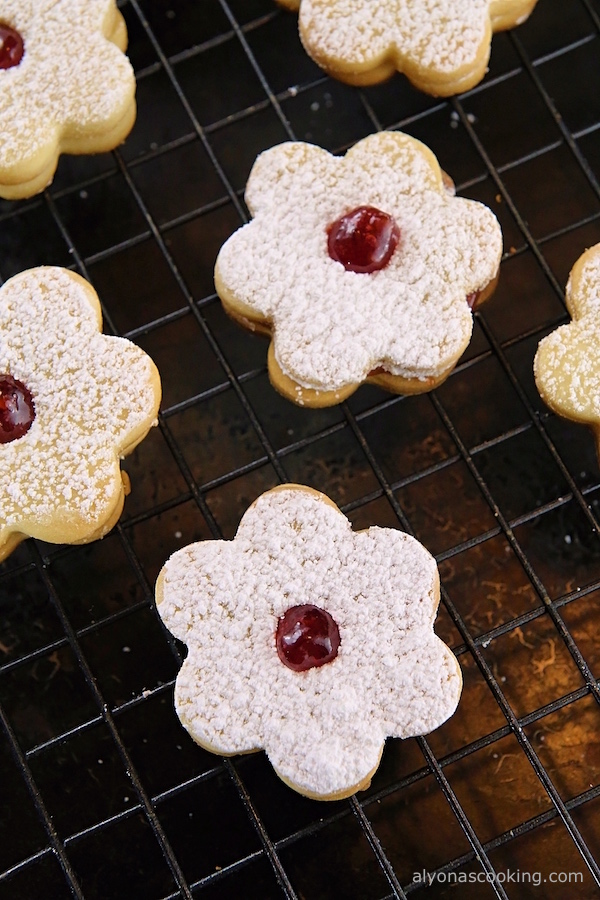 crunchy-jam-filled-cookies-