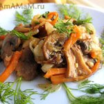 Грибы жареные с луком, чесноком и морковкой