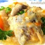 Треска (хек или морской окунь), тушеная с луком