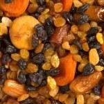 Лечебный салат для тяжелобольных из орехов, сухофруктов и мёда