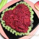 Восточный салат из свеклы и морковки с яблоком и кунжутом