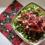 Салат из свеклы и капусты со щавелем и орехами