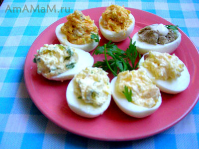 фаршированные яйца с селедкой, паштетом, зеленью и сыром