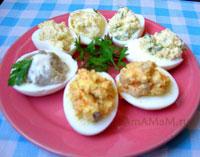 Простая и вкусная закуска из фаршированых яиц