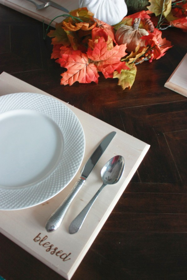 DIY Wood placemats that can be customized with any word or phrase. Materials for this project can be purchased from Walnut Hollow.