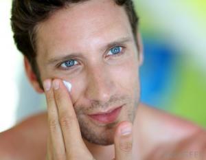 man-applying-lotion