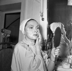 10 Apr 1953, Ravello, Italy --- Gina Lollobrigida Applying Face Cream --- Image by ©  /ANSA/Corbis