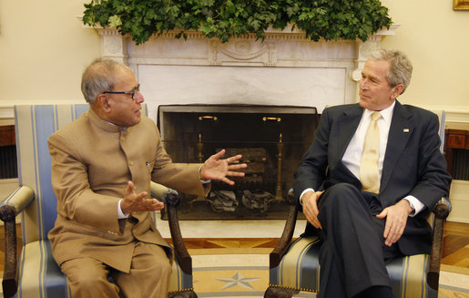 pranabmukherjee_bush