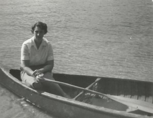 Ruth_Wight_in_old_canoe