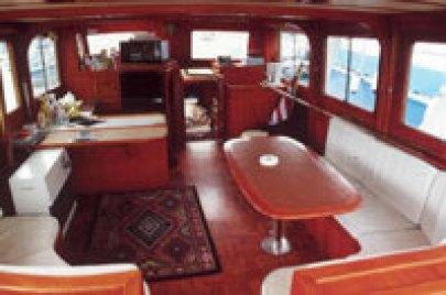 motor_yacht_interior