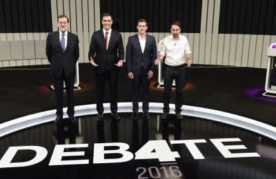 (L to R) Leader of the People's Party (PP) and Spain's caretaker Prime Minister and party candidate, Mariano Rajoy, Leader of Spanish Socialist Party (PSOE), Pedro Sanchez, Center-right party Ciudadanos leader and party candidate, Albert Rivera,(C), and Leader of left wing party Podemos and party candidate, Pablo Iglesias, pose prior to a televised debate at the congress centre IFEMA in Madrid on June 13, 2016 ahead of Spain's general election. Spain is holding its second elections in six months, on June 26, after being governed by a caretaker government with limited powers since the December 20 polls put an end to the country's traditional two-party system as voters fed up with austerity and corruption scandals flocked to new groups.  / AFP PHOTO / JAVIER SORIANO