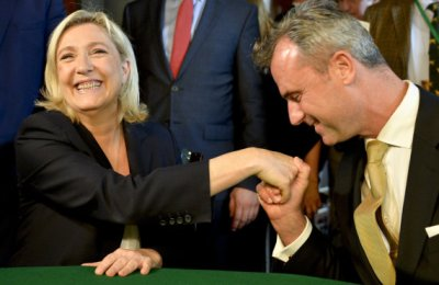 """Former presidential candidate of the  Austrian far right party FPOe Norbert Hofer (R) welcomes President of French far-right party Front National Marine Le Pen (L) prior to their meeting of the EU's far-right Europe for Nations and Freedom bloc, named """"Patriotic Spring - cooperation for friendship, safety and prosperity"""" on June 17, 2016, in Vienna, Austria. / AFP PHOTO / APA / HERBERT NEUBAUER / Austria OUT"""