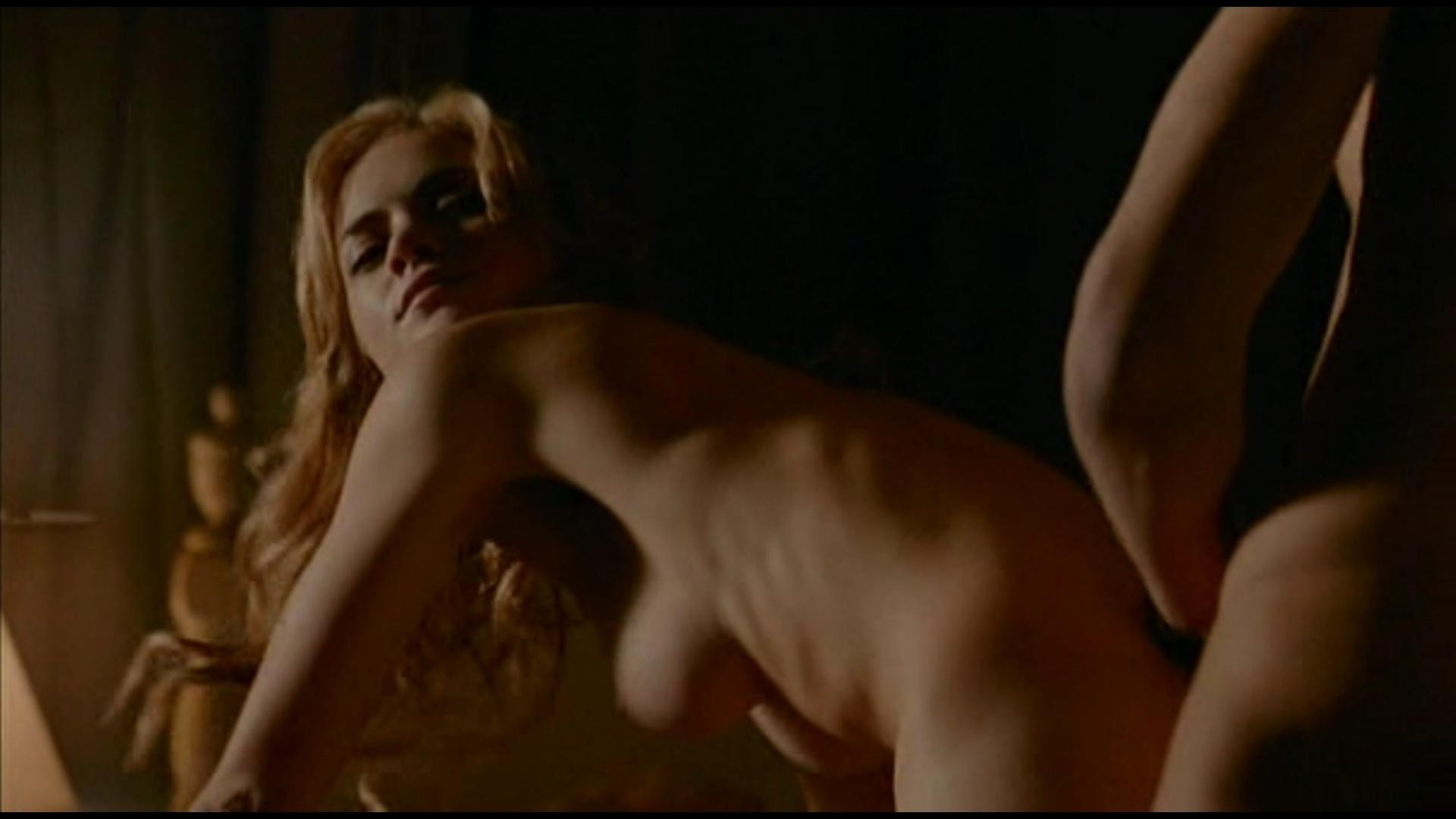 hot naked bikini girlsmaking out