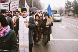 În marș, pe bulevard