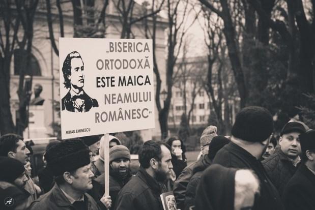 Mihai Eminescu participă la marș