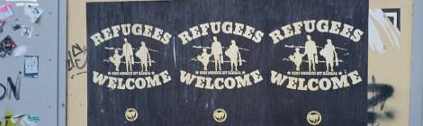Nachgefragt: Beklebung von Ortseingangsschildern mit flüchtlingsfeindlichen Parolen