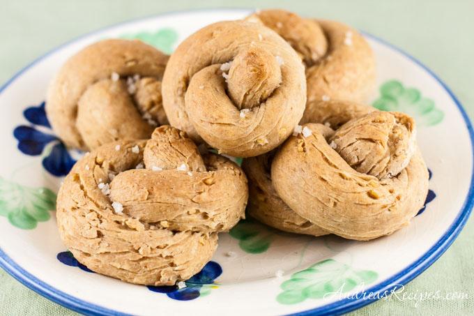 Andrea's Recipes - Cracked Wheat Knot Rolls