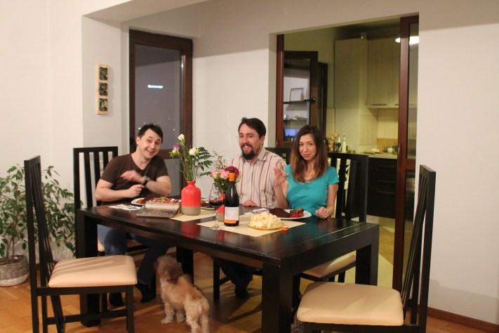 Ionuț, eu și soția. Câinele se simte norocos