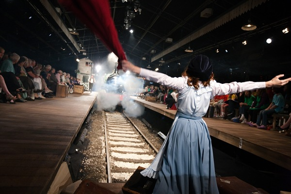 RED PETTICOAT_Bobby waves a red petticoat in The Railway Children.