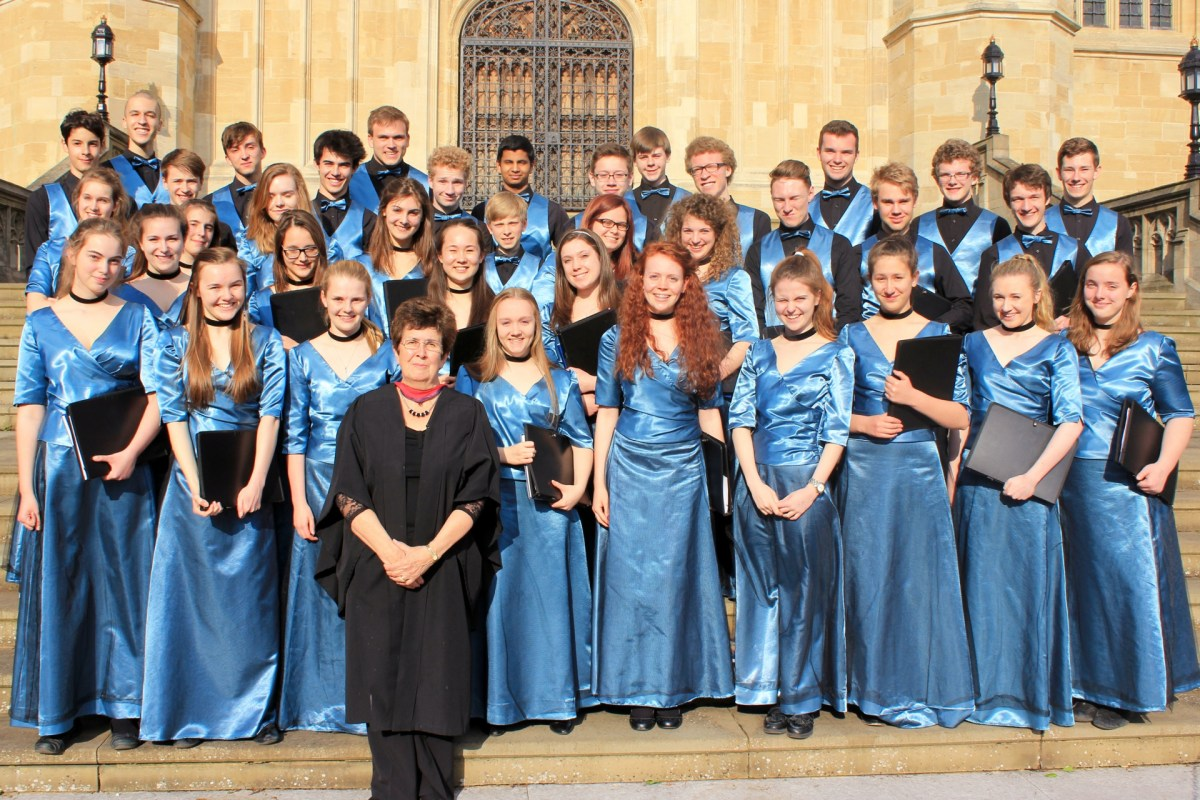 Gillian Dibden and the Taplow Youth Choir.