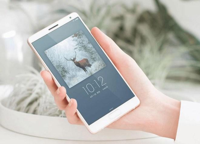 Das ZUK hat 5,5 Zoll Display, das fast an den Rand geht (Foto: Lenovo)