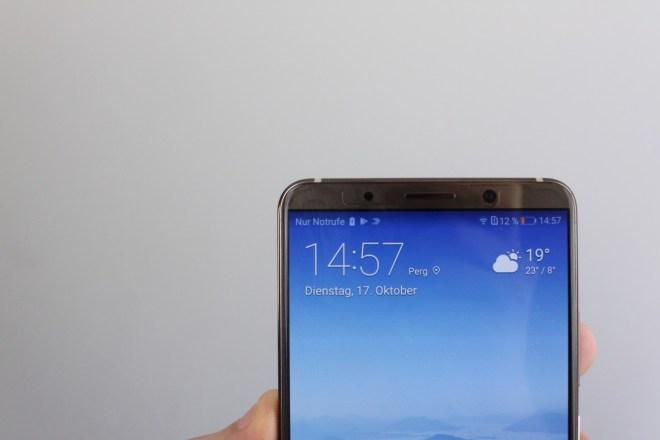 Dünne Ränder Ganz rahmenlos ist das Huawei Mate 10 Pro nicht, dank 18:9-Display und dünnen seitlichen Rändern liegt es aber gut in der Hand.