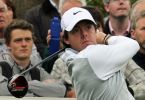 800px-Rory_McIlroy_watches_drive_flight_(crowd,_landscape_orientation)