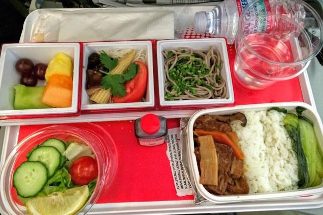 airplane food comparison JAL-dinner veggie meal