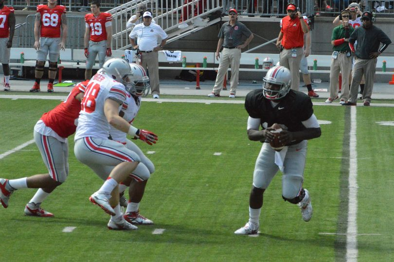 1920px-Cardale_Jones_and_OSU_players_at_2014_spring_game