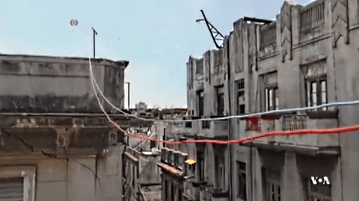 cuban internet Cables run across roof tops and between buildings