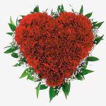 Алое Сердце из красной гвоздики