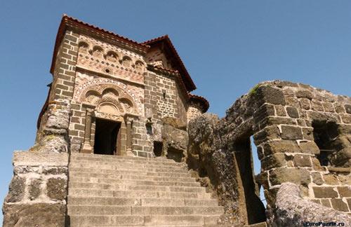 Độc đáo nhà thờ cổ trên đỉnh đá núi của Pháp - 6