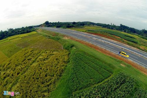 Cảnh quan kỳ vĩ dọc tuyến cao tốc dài nhất Việt Nam - 12
