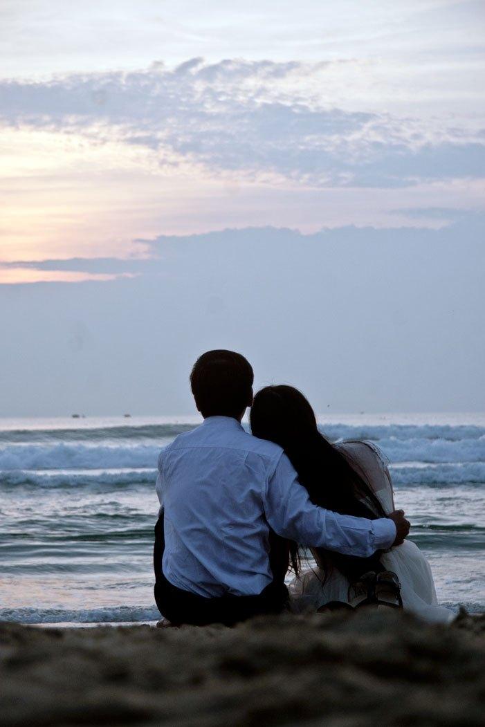 Cặp tình nhân trên biển – Anh Đức
