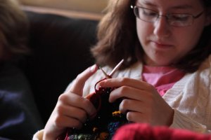 annaleah-knitting-at-cottage