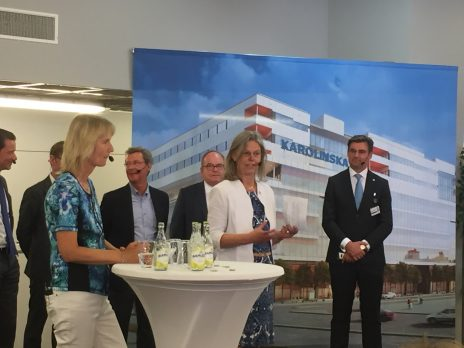 KIs rektor Karin Dahlman-Wright talade om betydelsen av nära samarbete mellan institutet och sjukhuset.