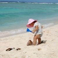赤ちゃんの潮干狩りは何歳からOK? 注意点と持ち物を紹介!