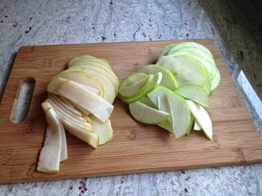 pear and apple slices