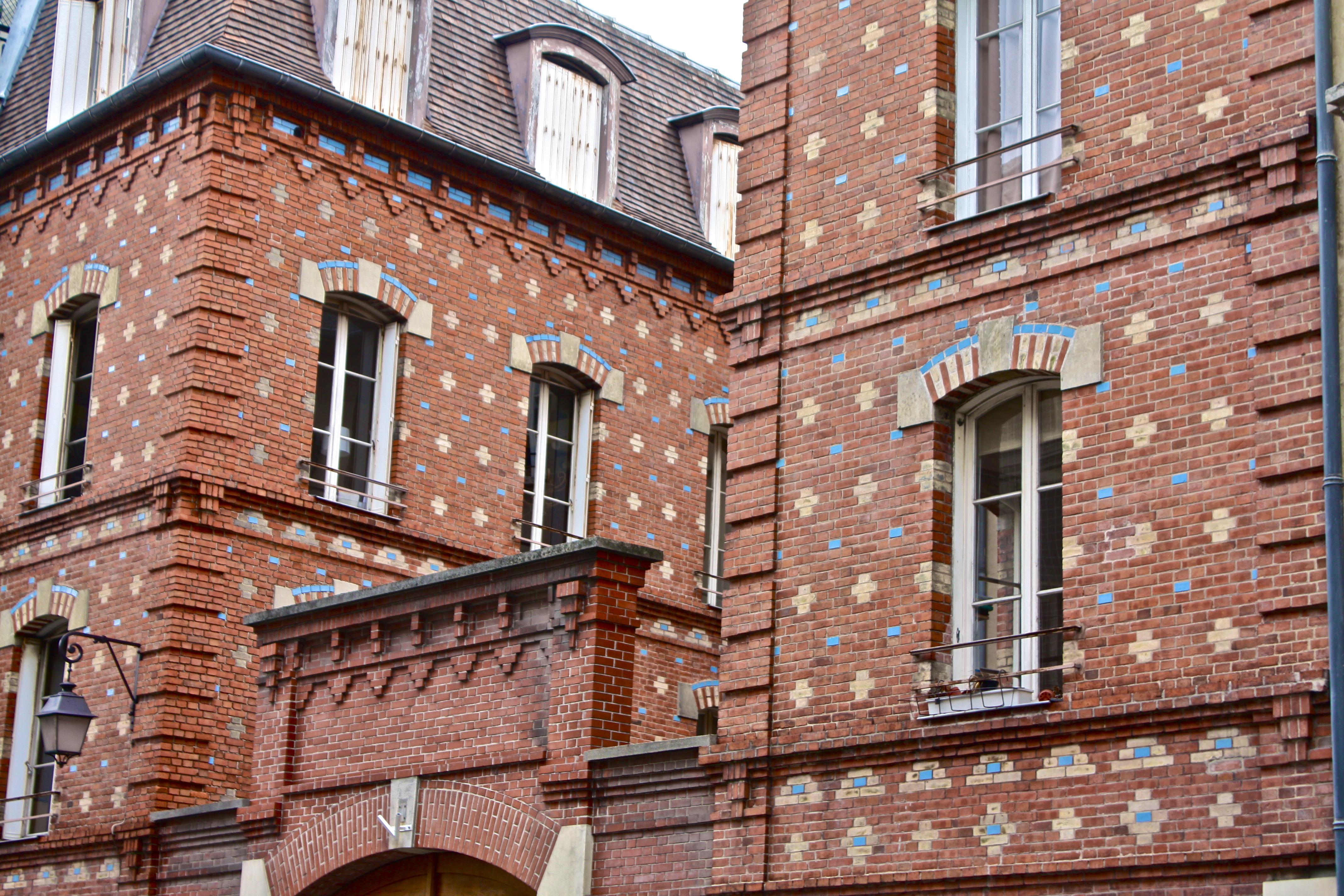 an interesting brick building facade paris france anthropogen. Black Bedroom Furniture Sets. Home Design Ideas