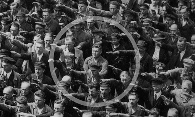 Η φωτογραφία αυτή τραβήχτηκε στο Αμβούργο στις 13 Ιουνίου του 1936, στον εορτασμό για την καθέλκυση ενός εκπαιδευτικού σκάφους. Μέσα στον κύκλο ο August Landmesser που αρνείται να χαιρετήσει ναζιστικά.