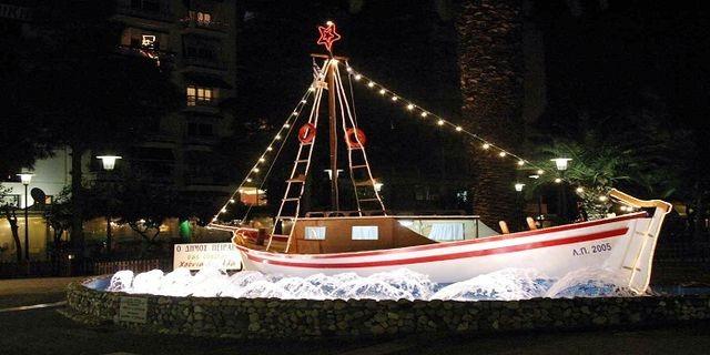 anapnoes.gr :  Γιατί οι Έλληνες στολίζουμε καράβι τα Χριστούγεννα;