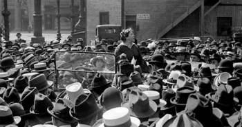 Η Έμμα Γκόλντμαν μιλάει σε εργάτες στον τομέα ένδυσης για τον έλεγχο των γεννήσεων.Union Square, Νέα Υόρκη,20 Μαΐου 1916