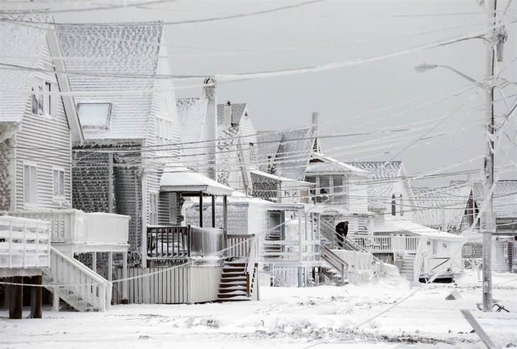 Περιοχή της Μασαχουσέτης μετά τη χιονοθύελα της προηγούμενης εβδομάδας.