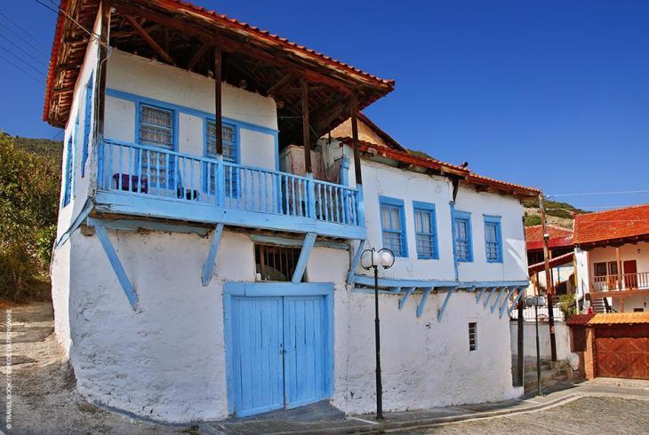 Δράμα: Αν δεν υπήρχαν τα σαχνισιά, χαρακτηριστικό των μακεδονικών σπιτιών, θα θύμιζε αιγαιοπελαγίτικο οικισμό (Προσοτσάνη)