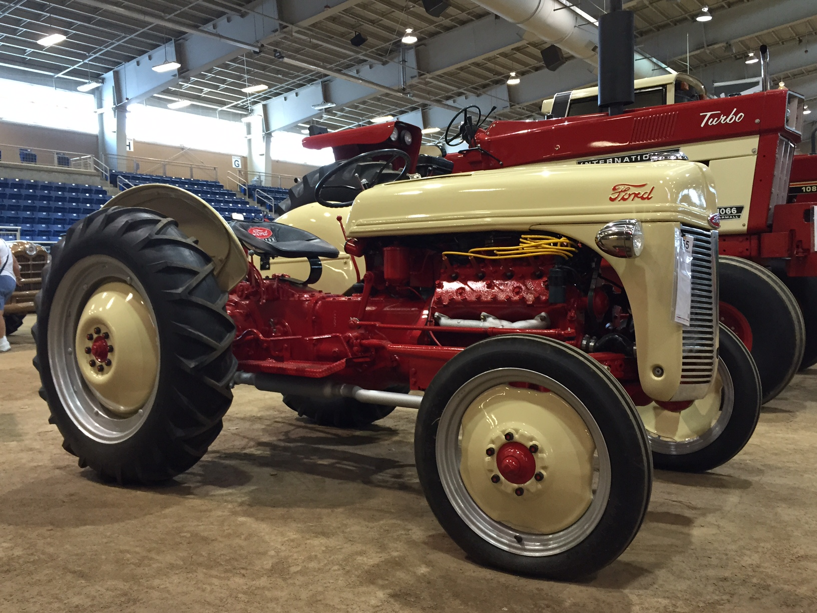 Ford Classic Tractors : Muscle up your classic ford tractor antique